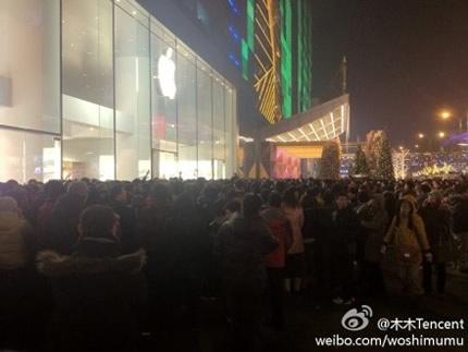 apple_store_xidan_joy_city_iphone_4s.jpg