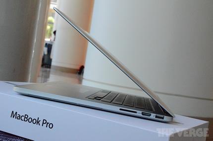 new-macbook-pro-retina-hands-pics-DSC_5527-rm-verge-1020_gallery_post.jpg