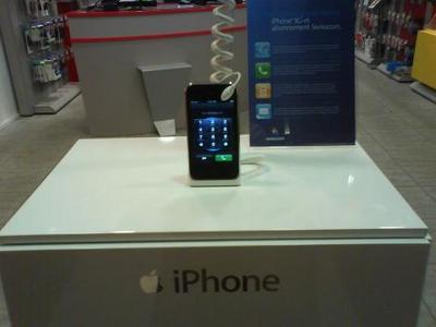 4132_15341_iPhone--le-3G-en-demo-en-Suisse.JPG