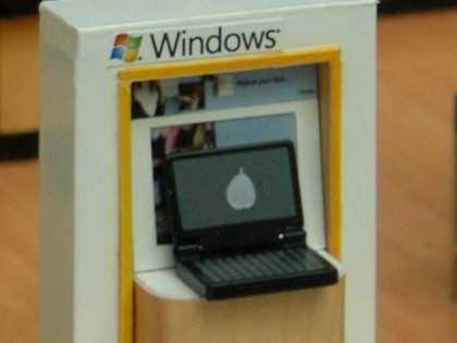 Microsoft retail store model 004-420-90.jpg