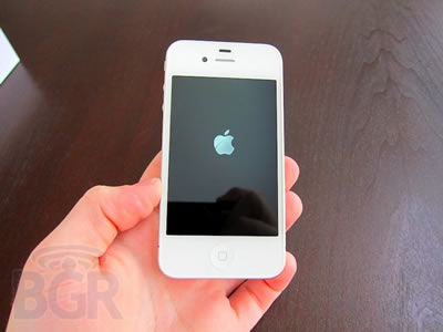 White-iPhone-4-1110427185512.jpg