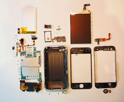 s-iphone-3g-s-fully-disassembled2.jpg