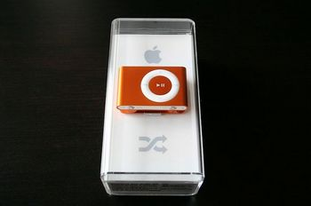 s-ipod-shuffle-2g-orange2.jpg