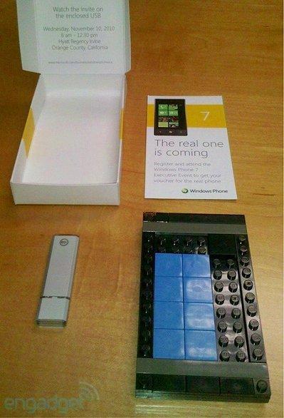s-lego-winphone-break-01-top.jpg