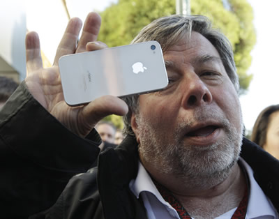 steve-wozniak-iphone-4s-white.jpg